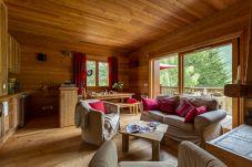 Apartment in Le Monêtier-les-Bains - La Cabane of Serre Chevalier, chalet spirit, in Le Monêtier-les-Bains town