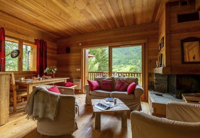 à Le Monêtier-les-Bains - La Cabane de Serre-Chevalier, dans un esprit chalet, commune de Le Monêtier-les-Bains